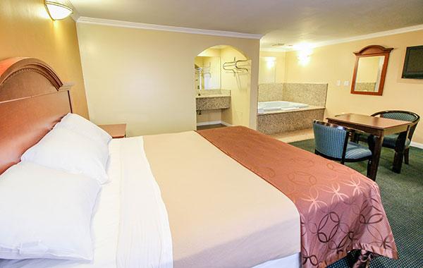 Jacuzzi Suite in Carlton Motor Lodge Studio City, California